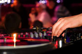 Hand of a dj adjusting the crossfader — Stock Photo