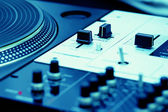 Turntable and mixing controller — Foto Stock