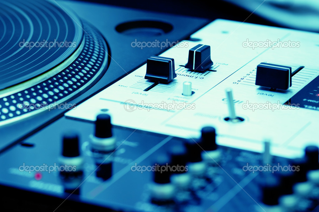 Top audio equipment of a hip-hop scratch  — Stock Photo #4061834