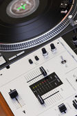 Turntable and mixing controller — Foto de Stock