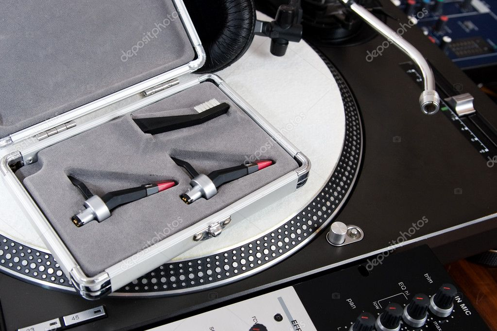 High-class audio gear for hip-hop disc jockey — Stock Photo #4679872