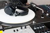 Headphones, mixer and turntable — Stock Photo