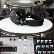Headphones, mixer and turntable — Stock Photo