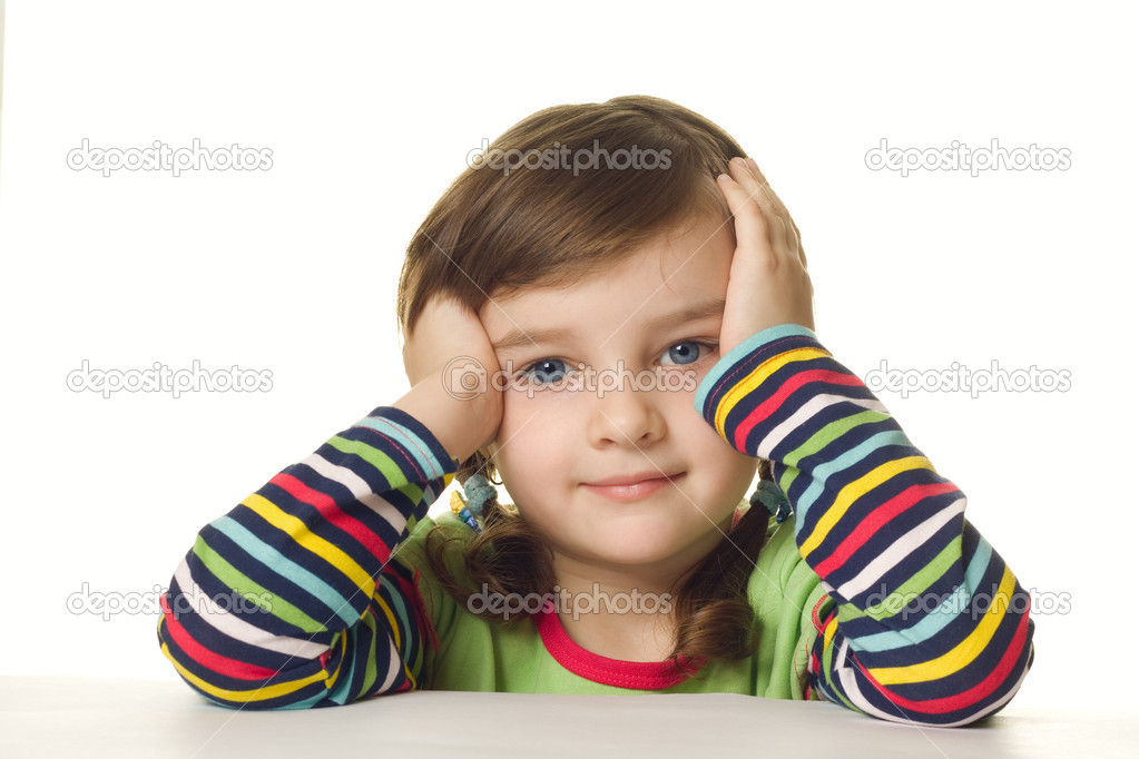 A four year old girl sits at a table — Stock Photo #5361703