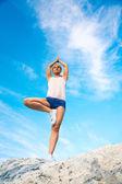 Kız eğitim yoga — Stok fotoğraf
