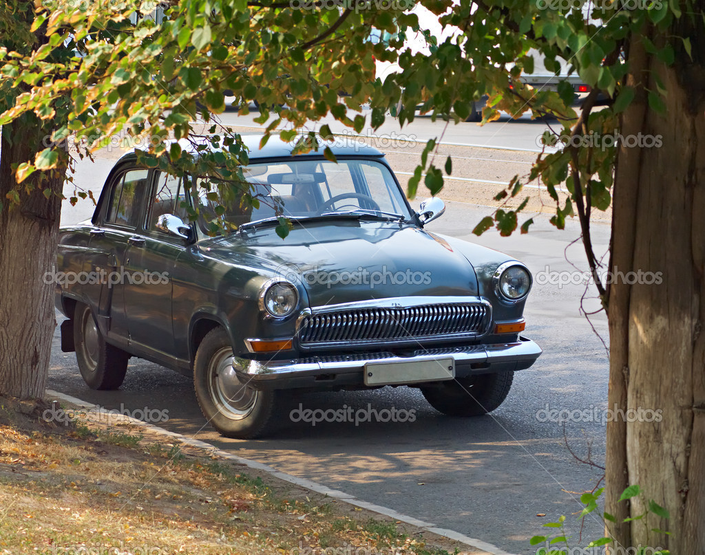 The legend of the Russian car industry - GAZ-21 Volga. The car, which won the appreciation of the exhibition in Geneva. — Stock Photo #4602218