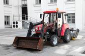 Czerwony traktor — Zdjęcie stockowe
