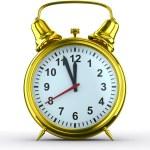 reloj despertador sobre fondo blanco. imagen 3d aislada — Foto de Stock