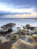 Sunset at rocky beach — Stockfoto