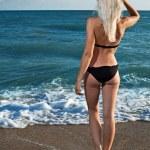 Beauty woman on sea — Stock Photo #4990686