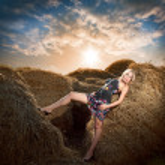Beauty woman in hay — Stock Photo #4990994
