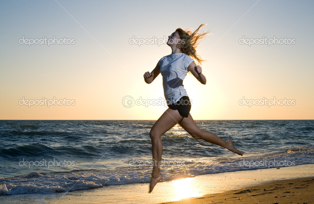 Beauty woman running at sea beach — Stock Photo #4990222