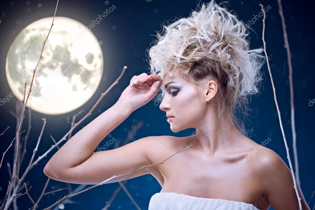 Beauty woman  under moon in winter season — Stock Photo #4990526
