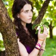 Girl in park with apples — Stock Photo