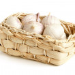 Solo garlic in braided basket — Stock Photo