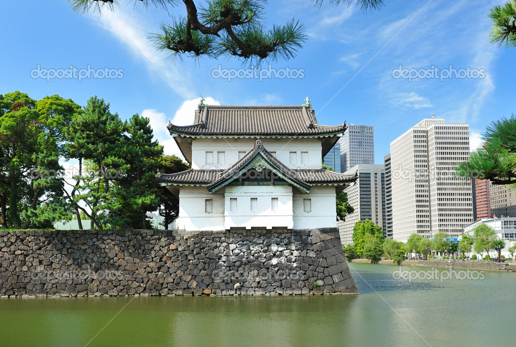 Imperial palace and city skyline in Tokyo, Japan — Stock Photo #4595643
