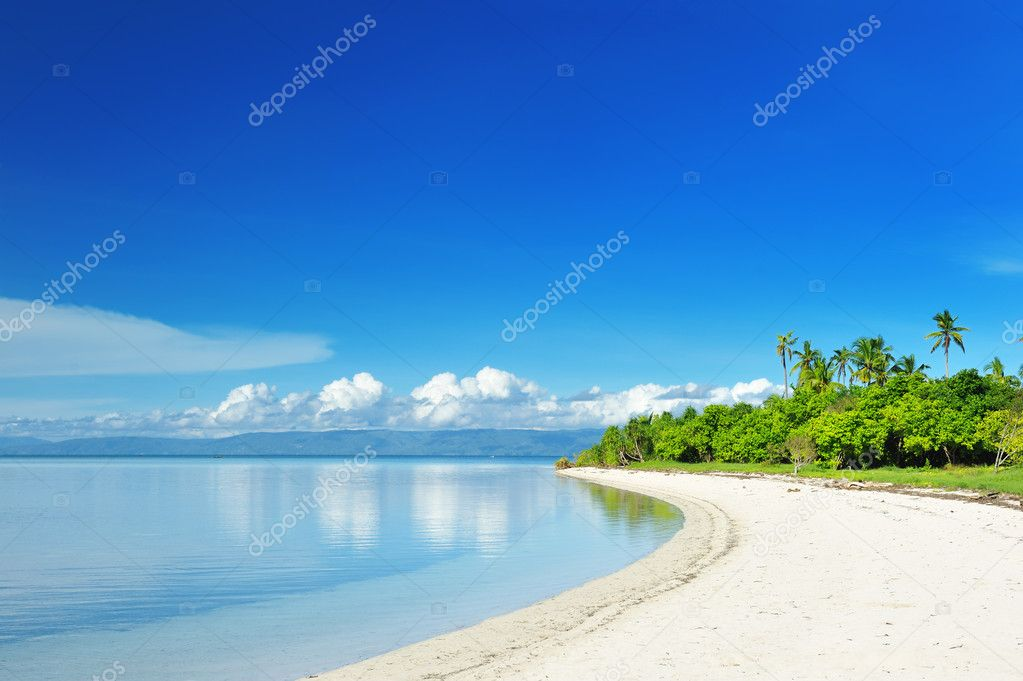 Beautiful uninhabited island at Philippines — Stock Photo #4815633