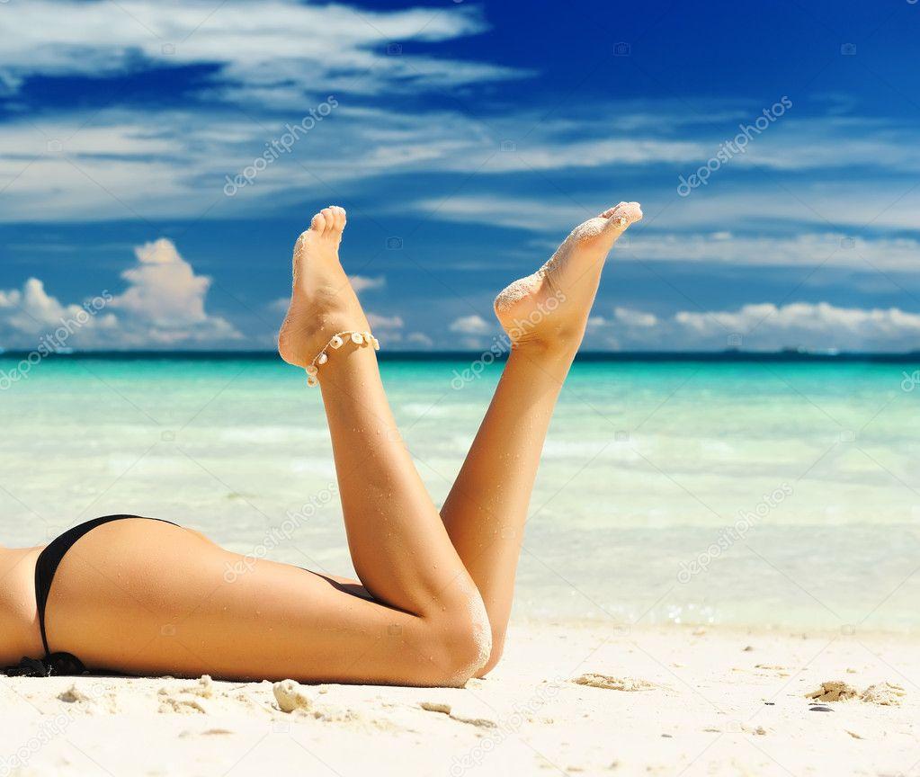 Фото ног и пляжа