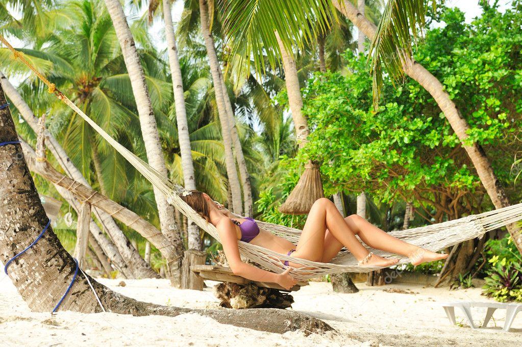 Девки на тропическом пляже