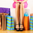 Foto Stock: Womwith shopping bags