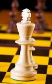 Concepto de ajedrez con piezas en el tablero — Foto de Stock