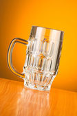 Beer glass against gradient background — Stock Photo