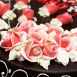 Close up of rose decoration on the cake — Stock Photo