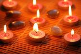 Bruciando candele profumate per seduta di aromaterapia — Foto Stock