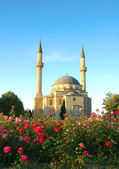 Mosque with two minarets in Baku, Azerbaijan — Stock Photo