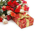 Roses and gift box isolated on white — Stok fotoğraf