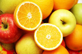 Apples and oranges at the market stand — Stock Photo
