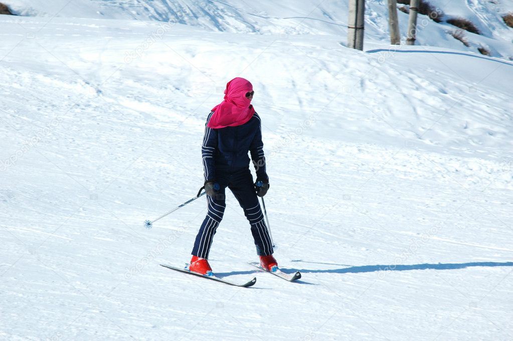 Skier on the snowy slope in winter — Stock Photo #4362582