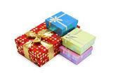 Divers cadeaux boîtes isolés sur fond blanc — Photo