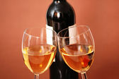 Two wine glasses and bottle of wine — Foto Stock