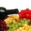 Various sorts of grapes with bottle of wine - Foto Stock