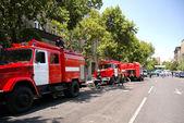 Camiones de bomberos en la ciudad — Foto de Stock