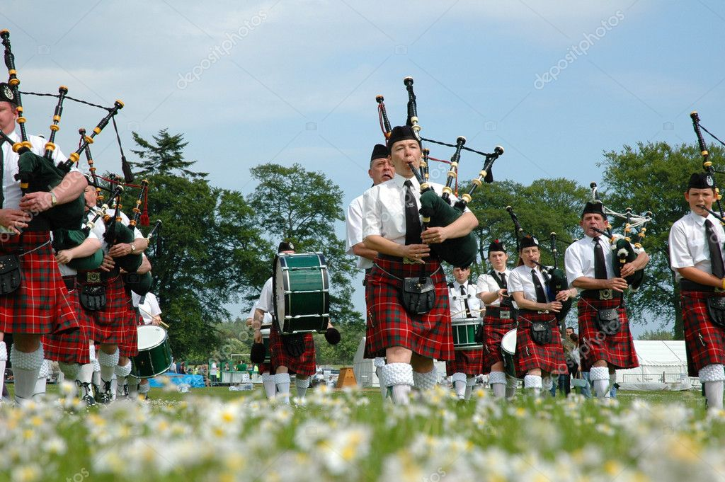 Marching scottish band marchin on grass — Stock Photo #4429325
