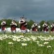Scottish Pipe Band marching on the grass — Stock Photo