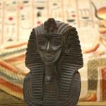 figurera av sphynx och bakgrund med inslag av egyptiska antikens historia — Stockfoto