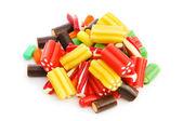Dulces coloridos aislados sobre el fondo blanco — Foto de Stock