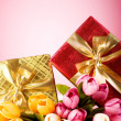 Celebration concept - gift box and tulip flowers - Foto Stock
