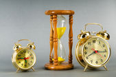 Time concept with clock and hour glass — Стоковое фото
