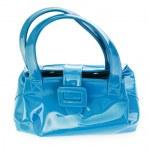 Голубая лакированная сумочка на белом фоне.  Нажмите для увеличения.