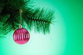 Decoração de natal, contra o fundo colorido gradiente — Foto Stock