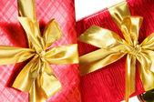 Viering concept - geschenkdoos tegen kleurrijke achtergrond — Stockfoto