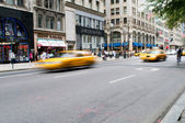 Famoso new york taxi giallo taxi in movimento — Foto Stock