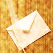 Writing feather and envelope — 图库照片