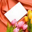 Envelope and flowers on the satin background - Стоковая фотография