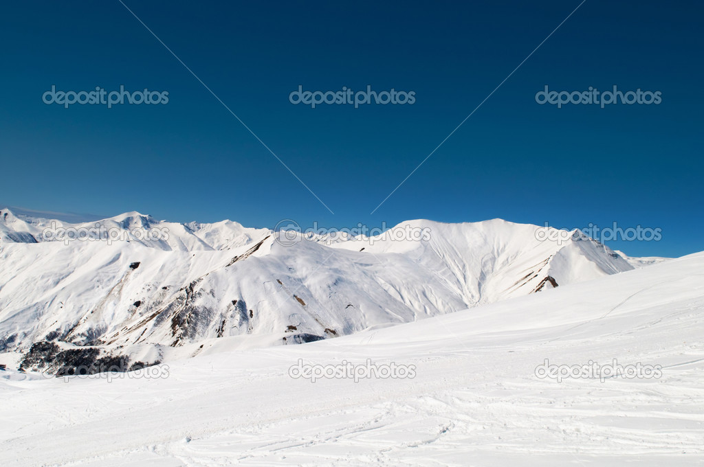 High mountains under snow in the winter — Stock Photo #5135461