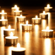 Many burning candles with shallow depth of field - Foto Stock